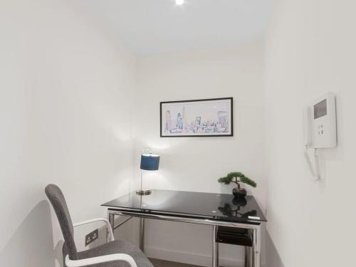 A kitchen or kitchenette at Lily Rose Apartment