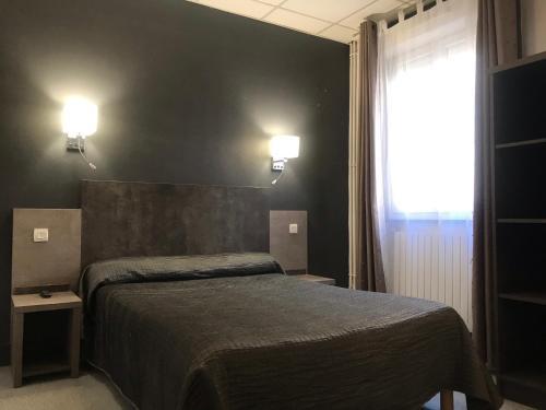 A bed or beds in a room at Hôtel Océan