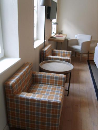 A seating area at Hotel Schnookeloch