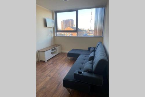 5 Bed Contemporary Crewe apartment