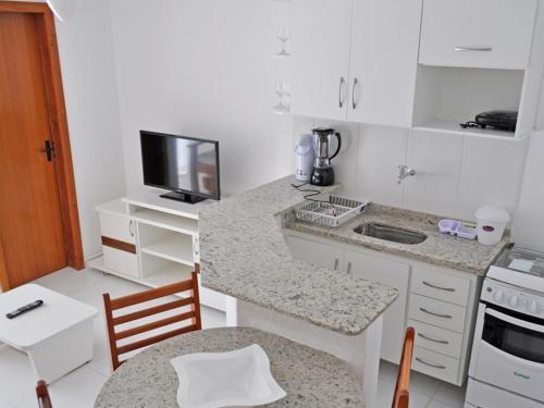 A kitchen or kitchenette at Residencial Mont Hebron - Tonziro