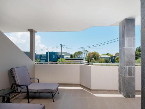 A balcony or terrace at Footprints @ Fingal Bay