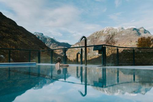 Der Swimmingpool an oder in der Nähe von Hotel Union Geiranger Bad & Spa