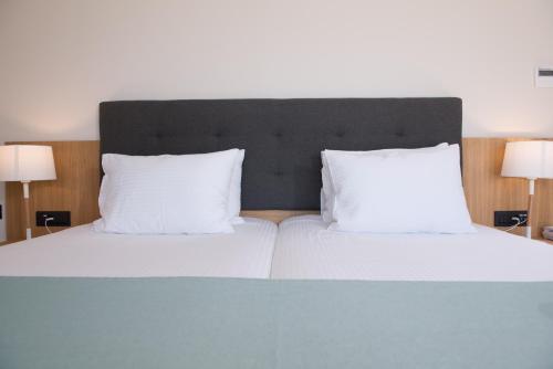 Ein Bett oder Betten in einem Zimmer der Unterkunft CHC Athina Palace Resort & Spa