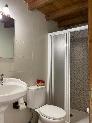 A bathroom at Hotel rural Rinconada de las Arribes
