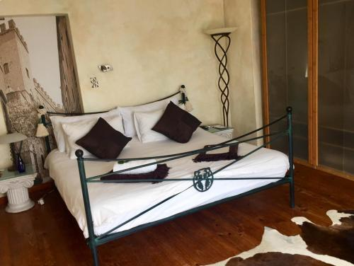 A bed or beds in a room at Villa Surprise Guesthouse