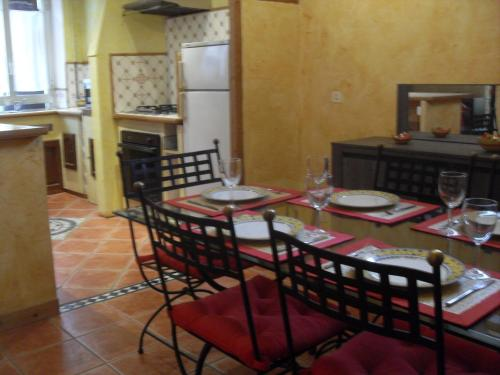 A restaurant or other place to eat at Appartement Vallombrosa