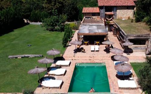 Vista de la piscina de Masia el Puig o alrededores