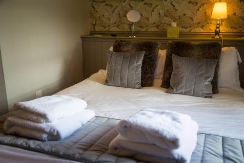 A bed or beds in a room at Church House Inn