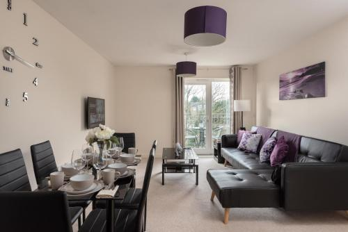 Virexxa Bletchley - Executive Suite - 2Bed Flat with Free Parking