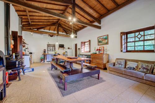 A seating area at Casa do Moinho Rural 4km do Mar