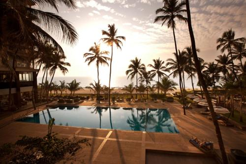 The swimming pool at or close to Novotel Mumbai Juhu Beach