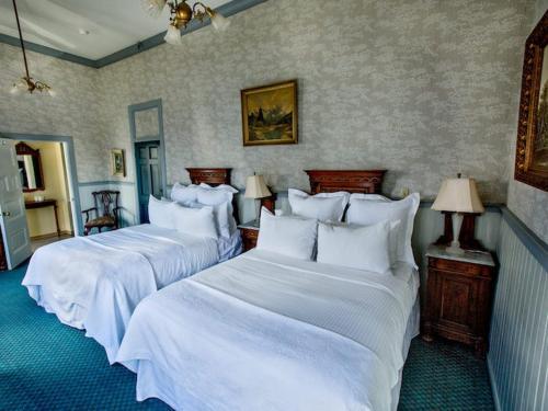 A bed or beds in a room at The Inn at 2nd & C