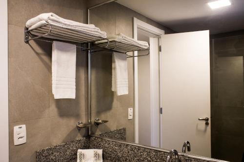 A bathroom at Master Express Cidade Baixa - Próximo à UFRGS e à Santa Casa