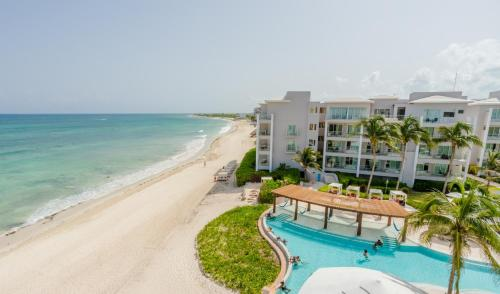 A view of the pool at Now Jade Riviera Cancun Resort & Spa - All Inclusive or nearby