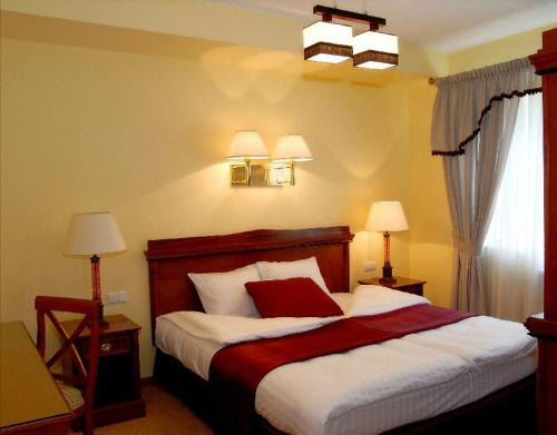 A bed or beds in a room at Hotel Wilga by Katowice Airport