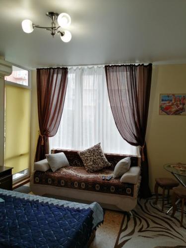 Кровать или кровати в номере Апартаменты на Крымской 81