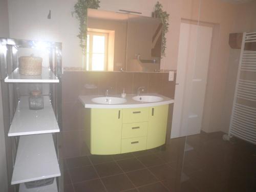 A kitchen or kitchenette at GITE DES ROCHES