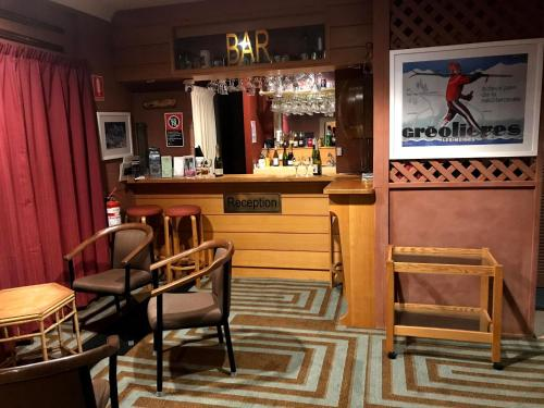 The lounge or bar area at Cottonwood Lodge