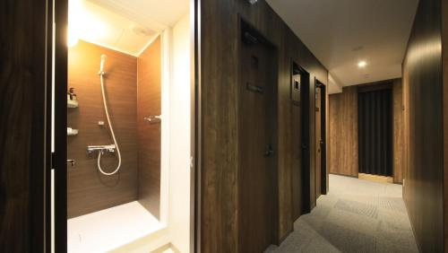 A bathroom at Simplest Hakodate