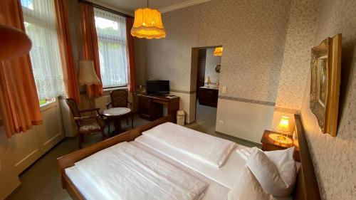 Ein Bett oder Betten in einem Zimmer der Unterkunft Braugasthof Papiermühle