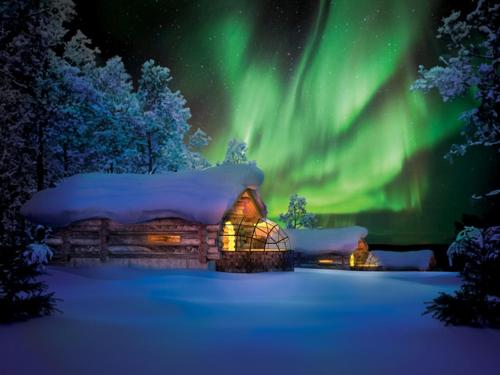 Kakslauttanen Arctic Resort - Igloos and Chalets under vintern