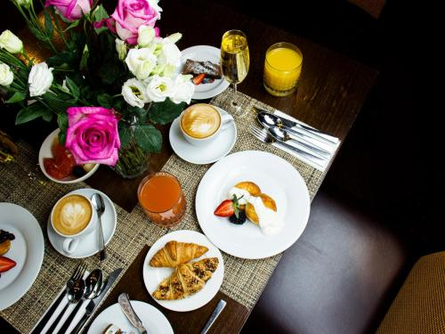 Breakfast options available to guests at Marriott Moscow Hotel Novy Arbat