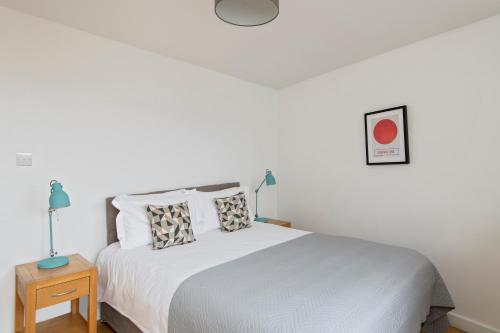 A bed or beds in a room at SACO Fitzrovia