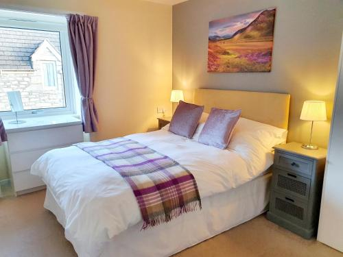 A bed or beds in a room at Elmwood House