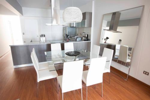 A kitchen or kitchenette at Departamento Larcomar