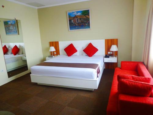 Кровать или кровати в номере Sapadia Hotel Siantar