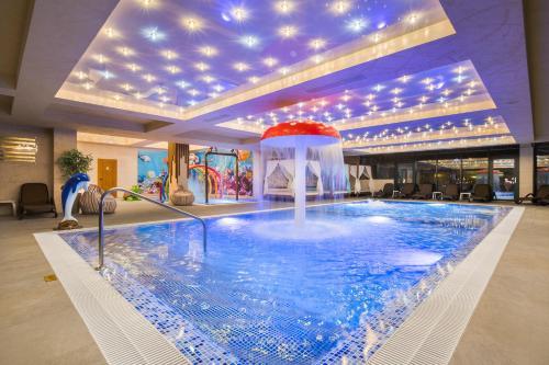 The swimming pool at or near Park & Spa Hotel Markovo