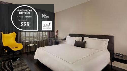 Un ou plusieurs lits dans un hébergement de l'établissement Park Plaza London, Park Royal