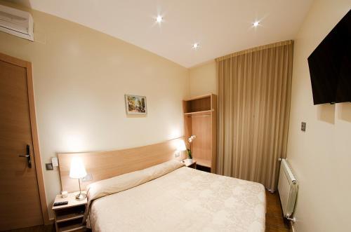 Cama o camas de una habitación en Hostal Excellence