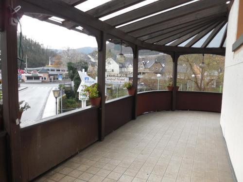 Ein Balkon oder eine Terrasse in der Unterkunft Hotel Zum Schwarzen Kreuz