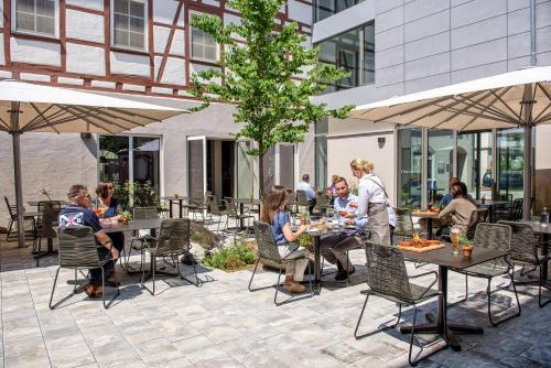Ein Restaurant oder anderes Speiselokal in der Unterkunft AKZENT Hotel Laupheimer Hof