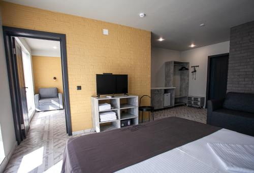 A television and/or entertainment center at Hotel Pesok and More