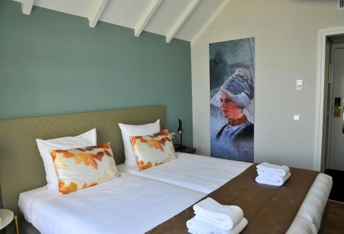 A bed or beds in a room at Hotel Spaander BW Signature Collection