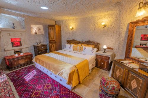 A bed or beds in a room at Gamirasu Cave Hotel