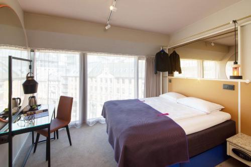 Кровать или кровати в номере Scandic Grensen