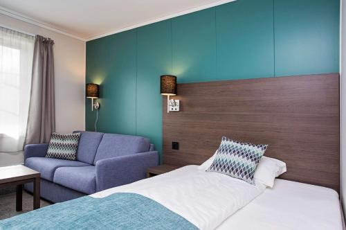 A bed or beds in a room at Scandic Leknes Lofoten