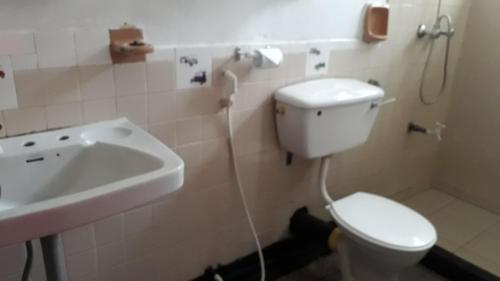 Ein Badezimmer in der Unterkunft Drop inn Holiday Bungalow