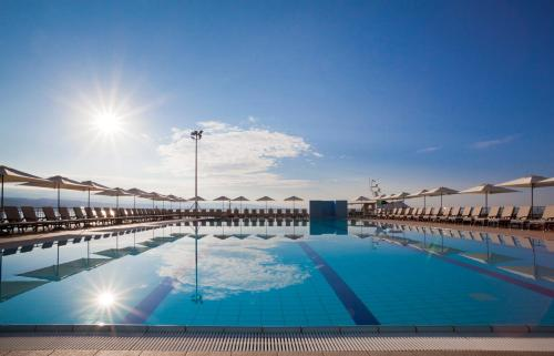 The swimming pool at or close to Hotel Admiral