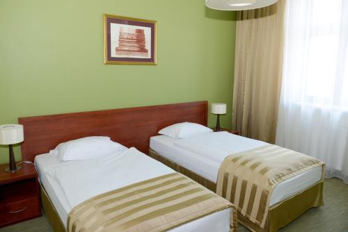 A bed or beds in a room at Hotel Vis a Vis Łańcut
