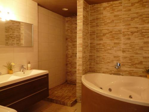 A bathroom at Ten Huize Rebecca