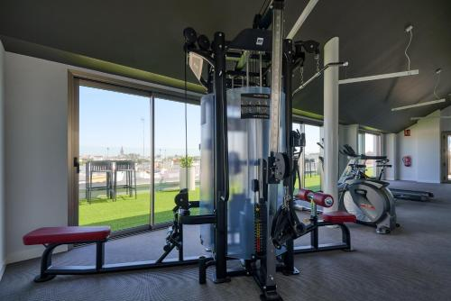 The fitness center and/or fitness facilities at Monte Triana