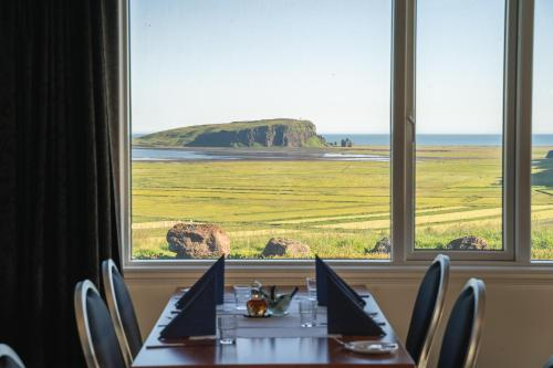 A restaurant or other place to eat at Hótel Dyrhólaey