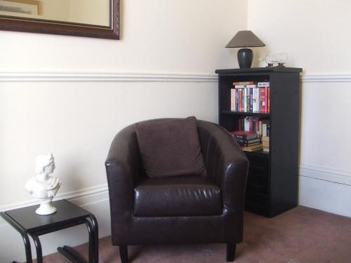 A seating area at Alister Guest House