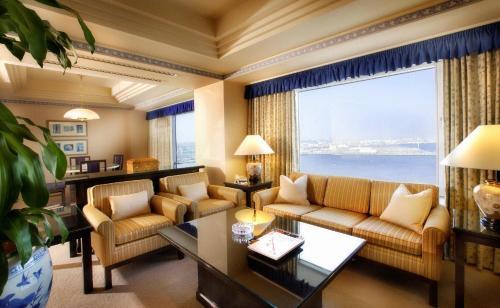 A seating area at InterContinental Yokohama Grand, an IHG Hotel