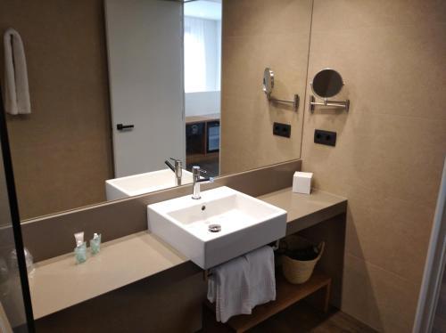 A bathroom at Peninsular